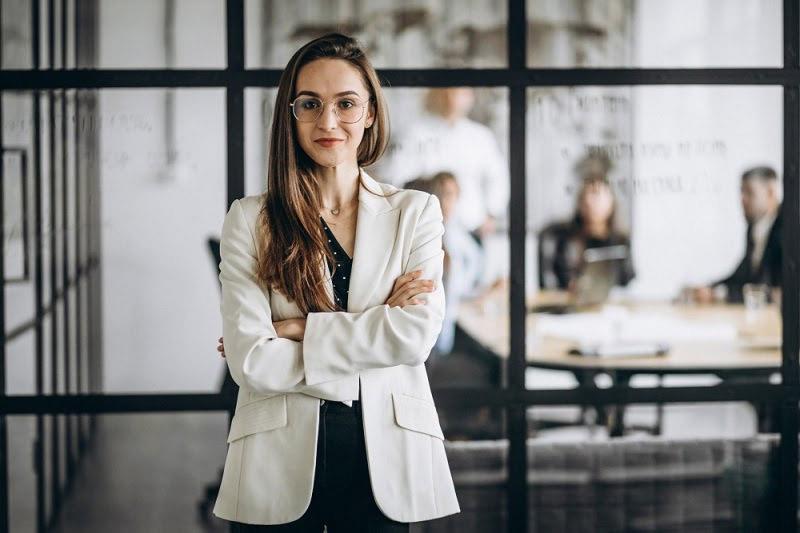 Como abrir um CNPJ mulher terno escritório