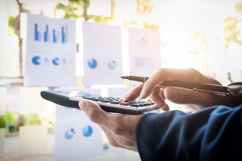 Quanto Custa Abrir uma Empresa no Brasil executivo usando calculadora